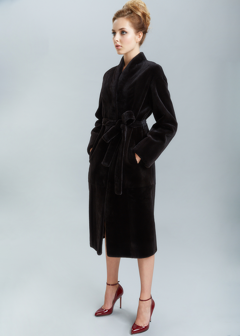80b8610e58a Пальто из норки Blackglama c меховым поясом